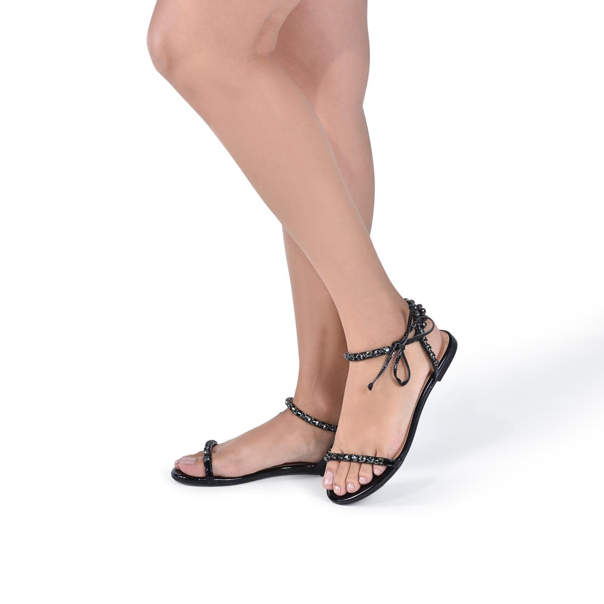 8bcb660c8 Sandália La Femme Elegance Amarração e Verniz Preto. Ampliar